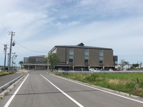 西川総合体育館